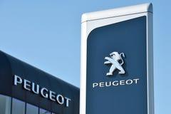 Peugeot gatunku logotyp w Vilnius obrazy royalty free