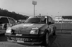 PEUGEOT 205 1 9 GTI 1990 bieżnego samochodu stary wiec legenda 2017 sławna SAN MERYNOSOWA dziejowa rasa Zdjęcie Stock