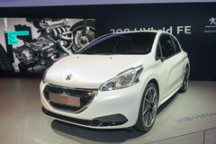 Peugeot 208 hybrydu FE - pojęcie samochód Obrazy Royalty Free