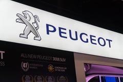 Peugeot logo przy Kuala Lumpur Motorowym przedstawieniem obraz stock