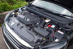 Peugeot 308 2016 motor Arkivbilder