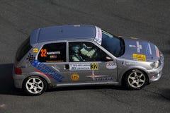 Peugeot 106 pendant la lanterne de rassemblement de 32 ° Photos stock