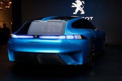 Peugeot pojęcia Instynktowy autonomiczny samochód obraz royalty free