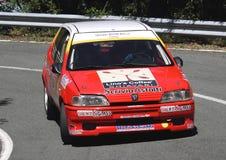 Peugeot 106 que compite con Foto de archivo