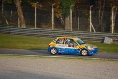 Peugeot 106 S16 samlar bilen på Monza Fotografering för Bildbyråer