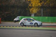 Peugeot 208 samlar bilen på Monza Arkivbilder