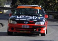Peugeot 106 samlar den tävlings- bilen Royaltyfria Foton