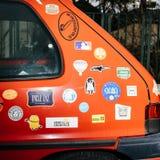 Peugeot samochód z wieloskładnikowymi majcherami obrazy royalty free