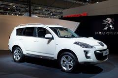 Peugeot suv 4007 auf Autoerscheinen Stockfotografie