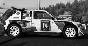 PEUGEOT 205 T16 EVO2 1985 bieżnego samochodu stary wiec Obrazy Royalty Free