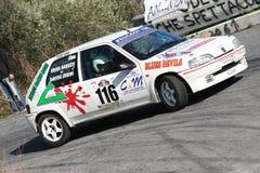 Peugeot 106 tijdens een vastgestelde snelheidsproef in de tweede uitgave van het Ronda Di Albenga-ras dat ooit plaatsvindt royalty-vrije stock foto's