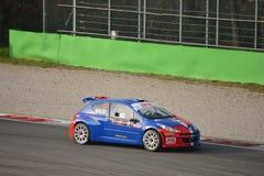 Peugeot 207 zlotny samochód przy Monza obrazy stock
