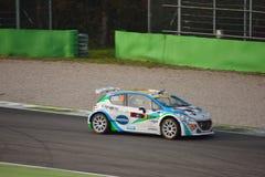 Peugeot 208 zlotny samochód przy Monza Zdjęcie Stock