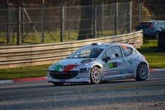 Peugeot 207 zlotny samochód przy Monza zdjęcia royalty free