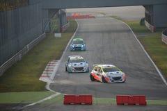Peugeot 208 zlotnych samochodów przy Monza fotografia royalty free