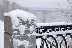 Peul van het Metallis de versperrende patroon met sneeuw Stock Afbeelding