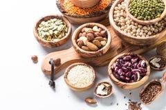 peulvruchten zaden en noten op wit royalty-vrije stock afbeelding