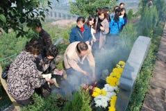 Peuple chinois de balayage de tombeau image libre de droits