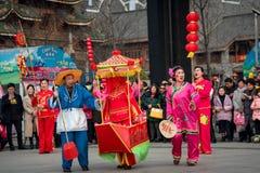 Peuple chinois de coutume folklorique dans la ville de Wuhan, porcelaine photos libres de droits
