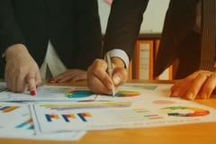Peuples d'affaires dans le lieu de réunion Photos stock