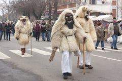 Peuples non définis dans le masque à un carnaval Image stock
