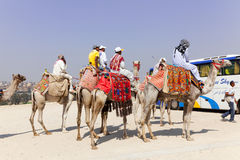 Peuples sur la pyramide de Cames Gizeh, Egypte Image libre de droits