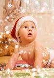 Peuter in de hoed van Kerstmis stock foto