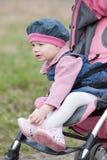 Peuter in kinderwagen Stock Afbeeldingen