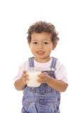 Peuter met een glas melk royalty-vrije stock foto's