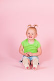 Peutermeisje in roze Royalty-vrije Stock Afbeeldingen