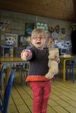 Peuters eerste dag in kleuterschool Royalty-vrije Stock Afbeeldingen