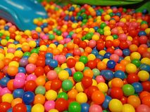 Peuters kleurrijke speelplaats stock foto's