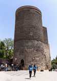 19 peuvent 2017 Bakou, Azerbaïdjan La première tour, le religieux antique, astronomique et forteresse, d'Icheri Sheher Photographie stock