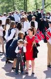17 peuvent mère et fils d'Oslo Norvège Photographie stock libre de droits