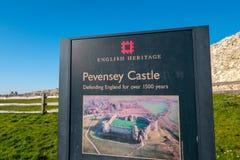 Pevensey-Schloss in Sussex-Ruinen des mittelalterlichen Schlosses - PEVENSEY, VEREINIGTES KÖNIGREICH - 27. FEBRUAR 2019 lizenzfreie stockfotografie