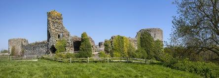 Pevensey slott i östliga Sussex royaltyfria bilder