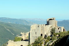 Peyrepertuse: LandskapCathare slott Arkivfoto
