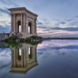 Peyrou-Pavillon in Montpellier mit Reflexions- und Sonnenuntergangfarben Stockbild