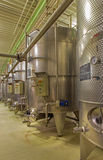 Pezinok -室内酒制造商了不起的斯洛伐克生产商。发酵的现代大酒桶。 免版税图库摄影