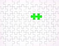 Pezzi bianchi di puzzle su fondo blu Fondo per il contenuto immagini stock libere da diritti