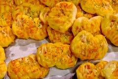 Pezzi casalinghi robusti del formaggio Immagini Stock