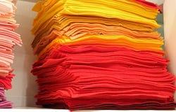 pezzi colorati di feltro da vendere Fotografia Stock Libera da Diritti
