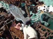 Pezzi decorativi del ferro ad un mercato delle pulci Fotografie Stock Libere da Diritti