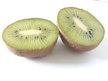 Pezzi del kiwi su un fondo bianco Immagine Stock Libera da Diritti