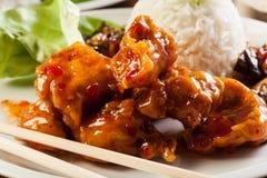 Pezzi del pollo fritto con salsa agrodolce Fotografia Stock Libera da Diritti