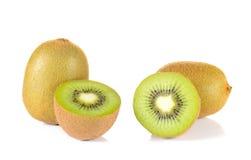 Pezzi del taglio del kiwi su fondo bianco Immagini Stock Libere da Diritti