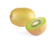 Pezzi del taglio del kiwi su fondo bianco Fotografie Stock