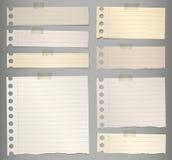 Pezzi di carta per appunti allineata marrone lacerato con illustrazione di stock