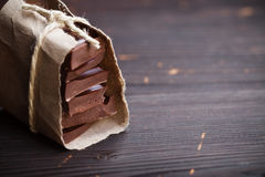 Pezzi di cioccolato imballati fotografie stock
