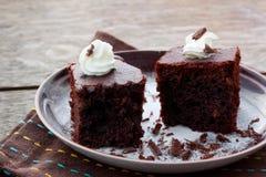 Pezzi di dolce di cioccolato con crema Immagine Stock Libera da Diritti